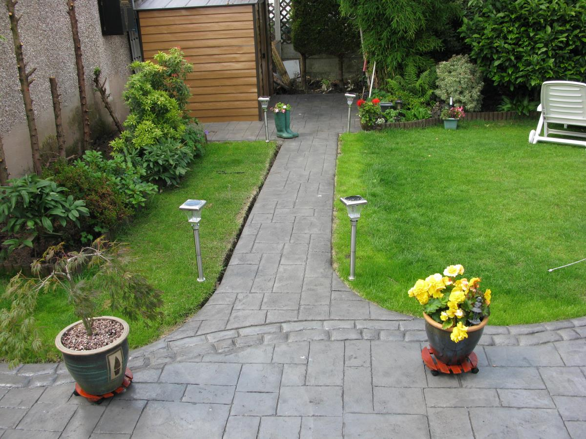 Satin finished rear garden concrete path stamped with ashlar slate and mews cobble edging in Poulton-le-Fylde.
