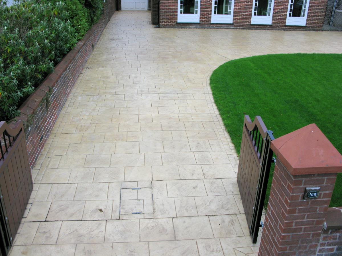 Paving stone styled stemped concrete driveway with cobbled edges for a Bispham property.