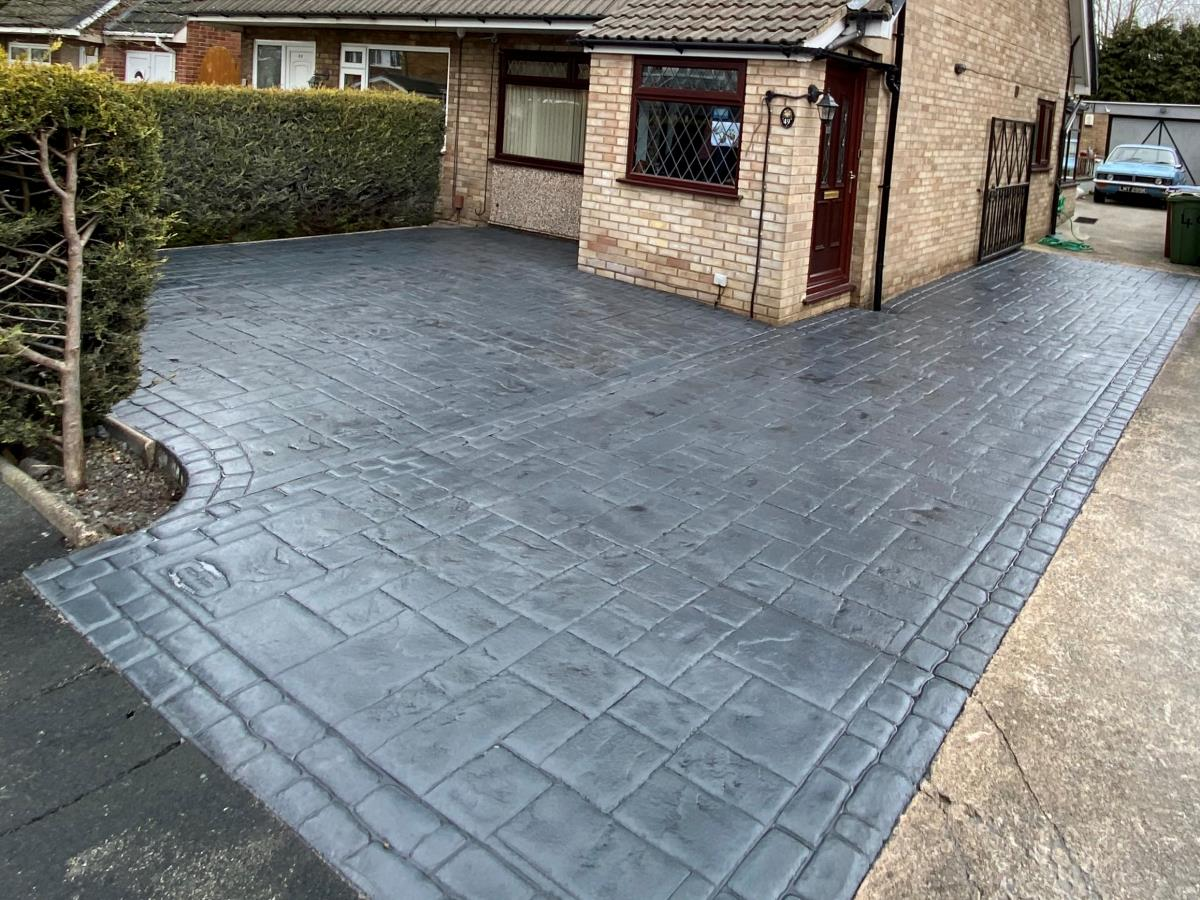 French grey imprinted driveway in ashlar slate with cobble border for a Chorley customer.