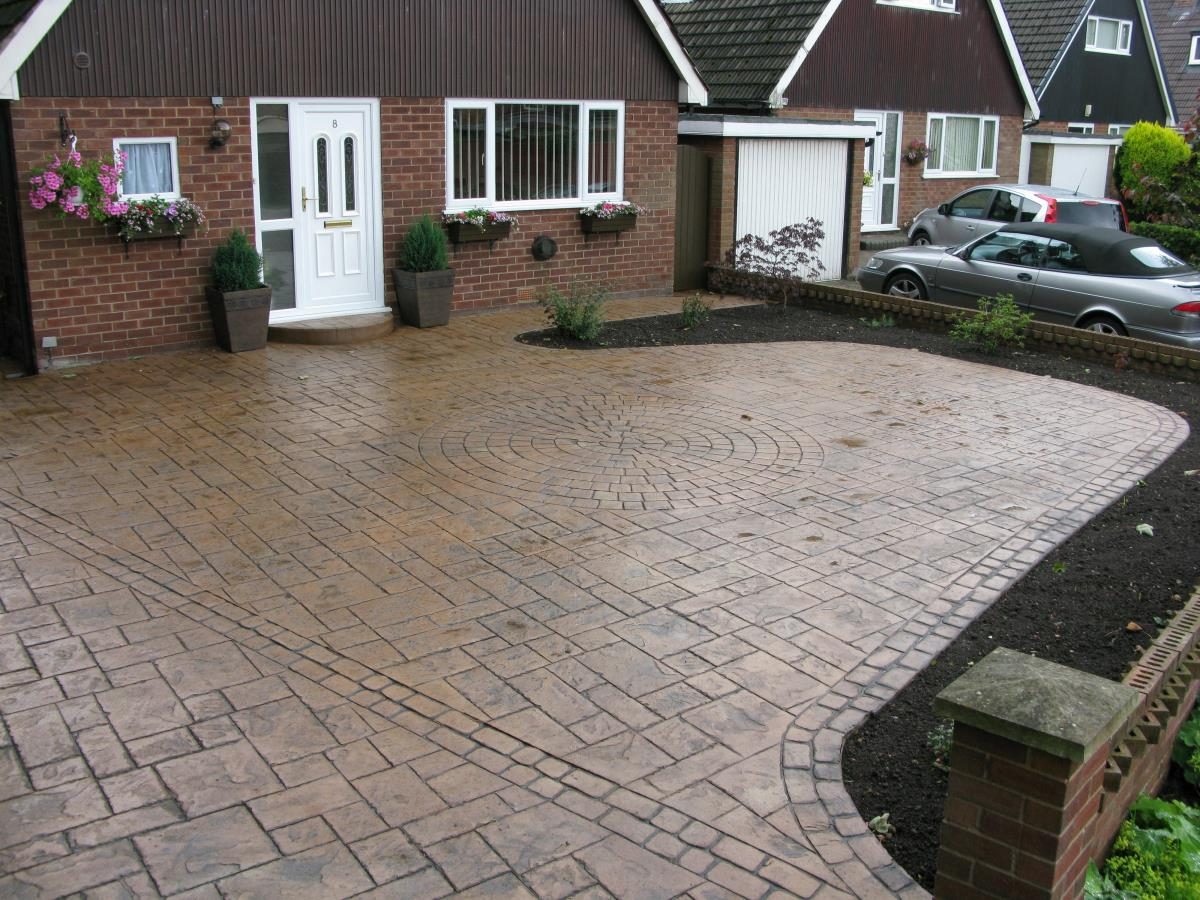 Styled concrete ashlar slate driveway in light buff with mews cobble edging and a satin finish created for a household in Farington, Leyland.