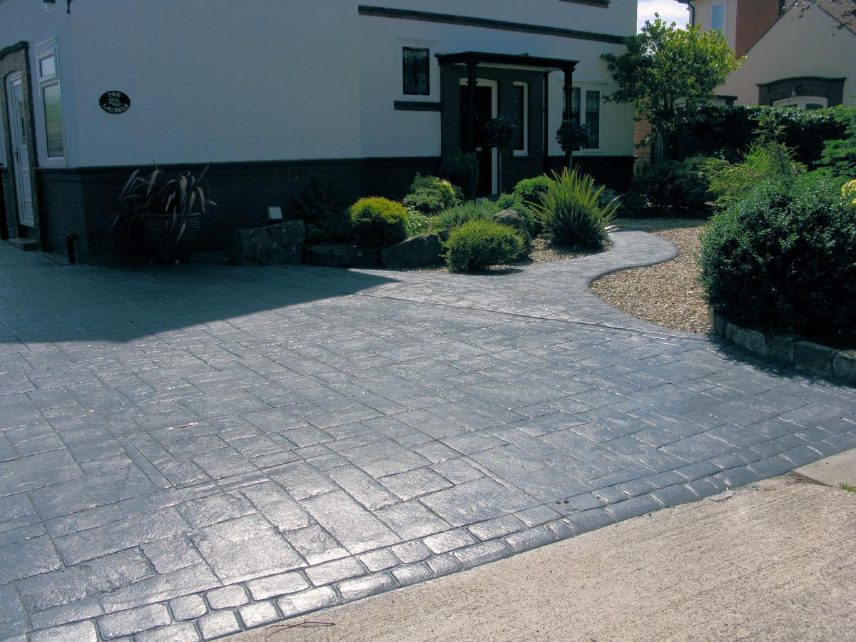 Large pattern imprinted driveway in ashlar slate with landscaping for a Poulton-le-Fylde home.