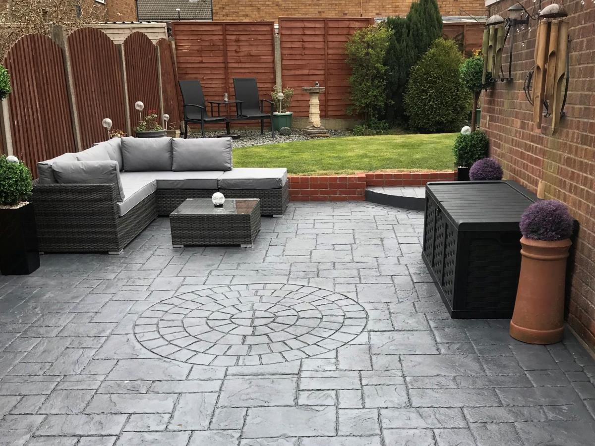 Perfect for entertaining, a stunning pattern imprinted concrete patio area for a Fleetwood home.
