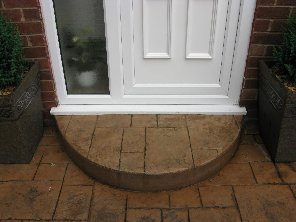 Ashlar slate style concrete step in light buff for Leyland property, near Preston.
