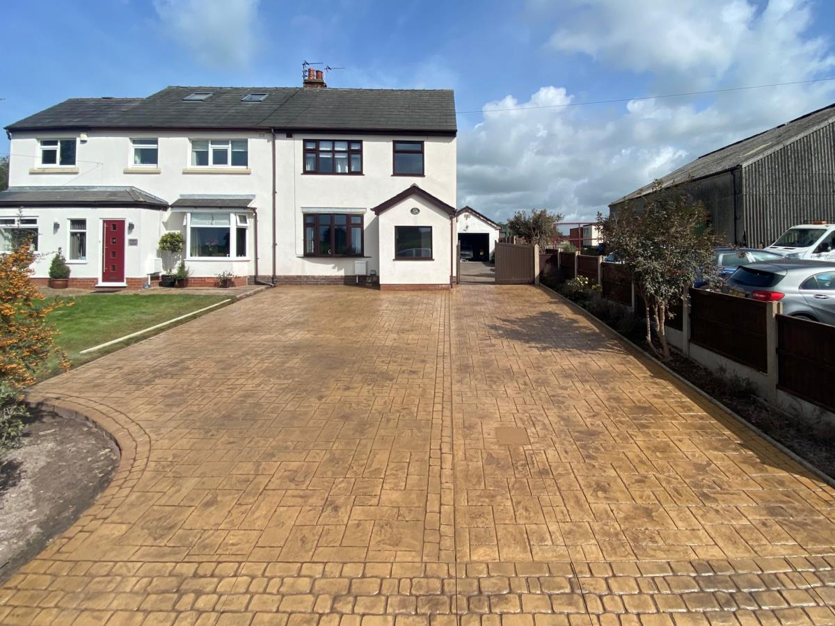 Ample parking space and room to turn around on this main road property in Singleton, Poulton.